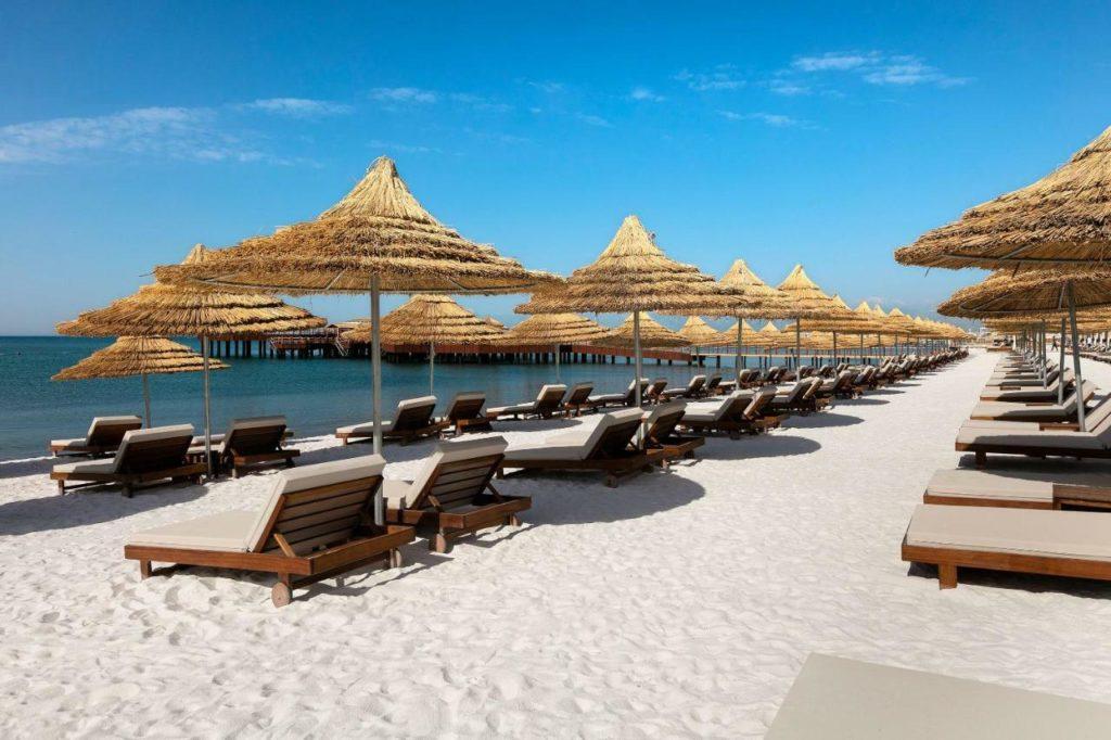 マルダンパレスアンタルヤのプライベートビーチ 出典:公式HPより