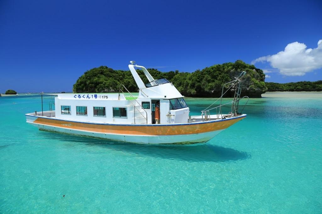 川平湾のボート