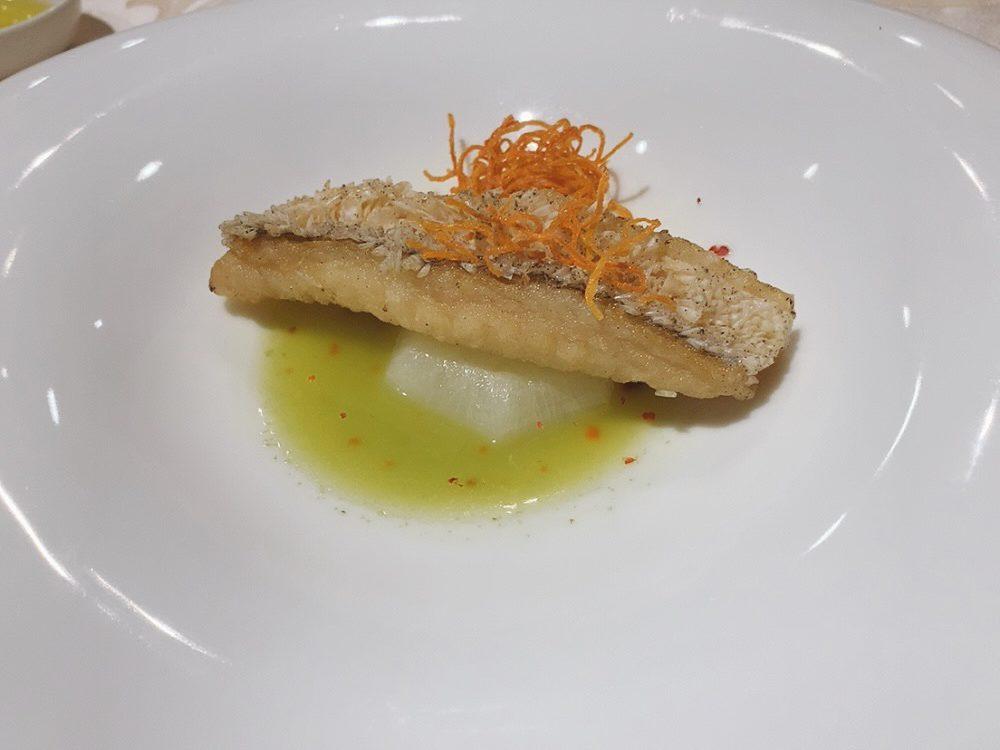 甘鯛の松笠揚げ ルッコラのソース