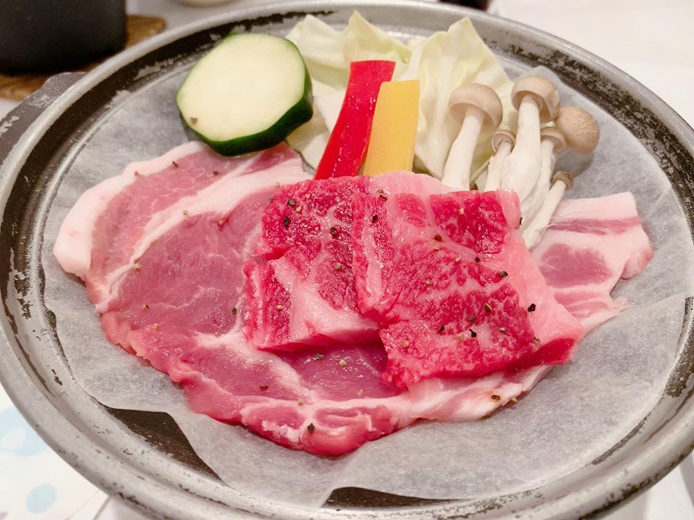 青森県さん黒毛和牛ひらかわ牛とガーリックポークの陶板焼き